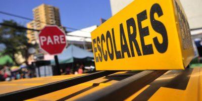 Furgón escolar sin pasajeros se incrustó contra una casa en Maipú