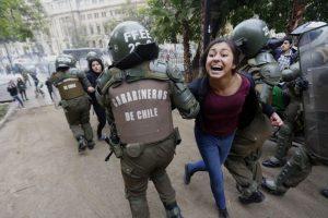 Marcha no autorizada de estudiantes Foto:Agencia Uno. Imagen Por: