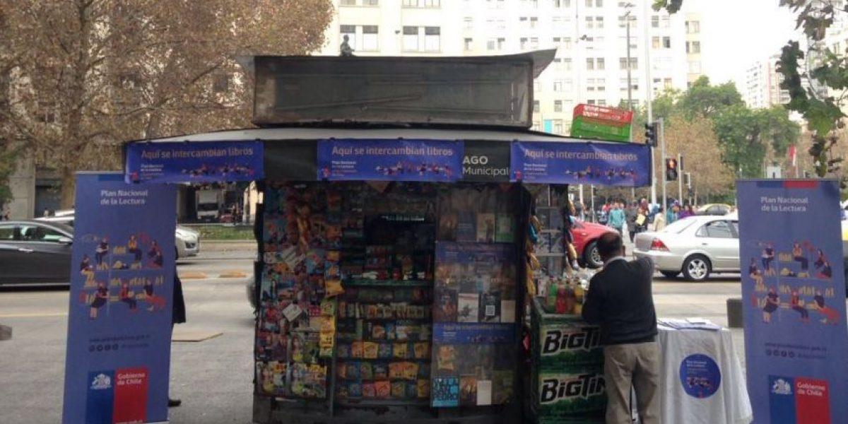 Plan Nacional de Lectura: crean 50 puntos de trueque de libros en quioscos de Santiago