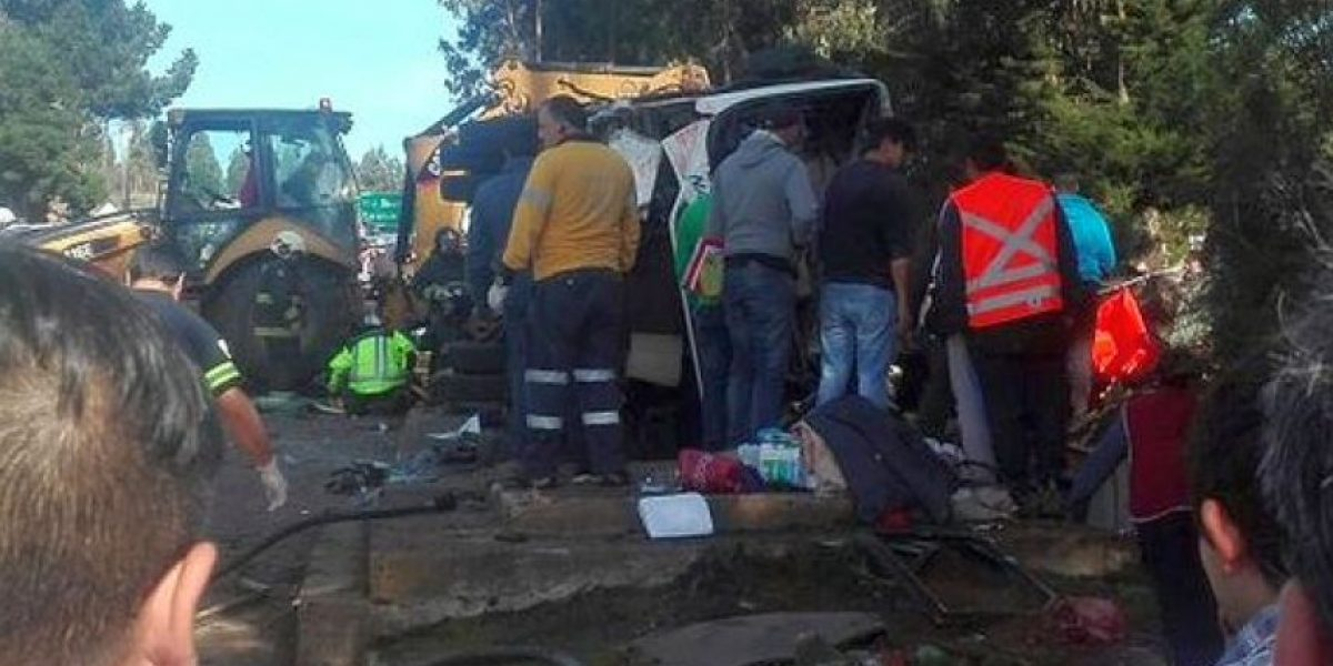 La Araucanía: violento accidente deja cinco muertos y una quincena de heridos