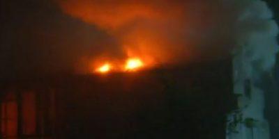 Bomberos combate incendio que afecta al Seminario Mayor San Fidel