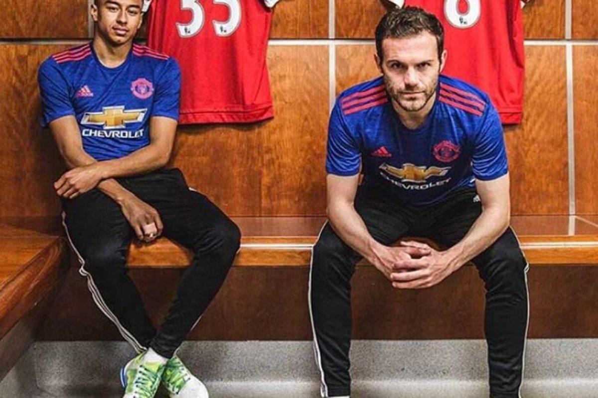 Adidas vestirá de azul al Manchester United para sus encuentros de visitante. Foto:Vía instagram.com/adidasfootball. Imagen Por: