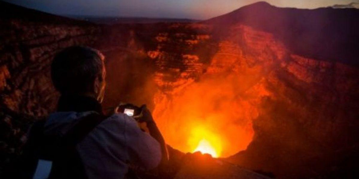 La laguna de lava volcánica del Masaya deslumbra a turistas en Nicaragua