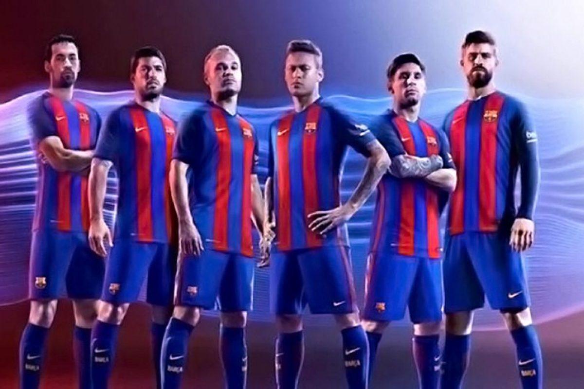 Barcelona vuelve a sus tradicionales rayas verticales. Foto:Vía twitter.com. Imagen Por: