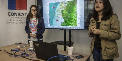 Jóvenes chilenas crean una galardonada app que predice sismos