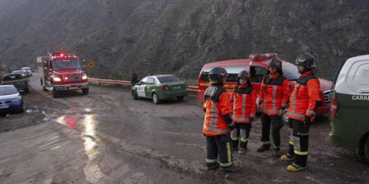 Mujer murió tras caer con su automóvil por barranco de 150 metros en ruta Farellones
