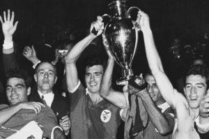 Benfica (Portugal)-2 títulos: 1961, 1962 Foto:Hulton Archive. Imagen Por: