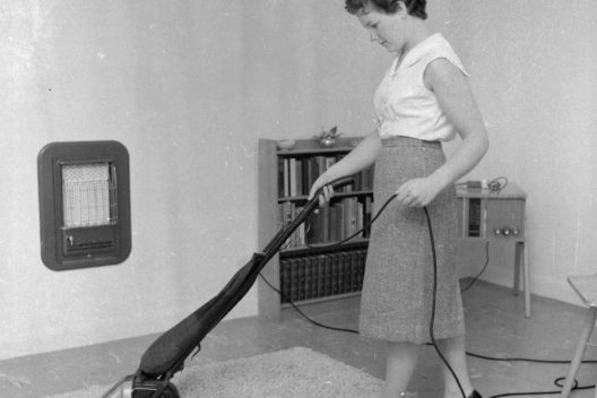 La primera vez que se usó una aspiradora fue en 1869. Foto:Getty Images. Imagen Por:
