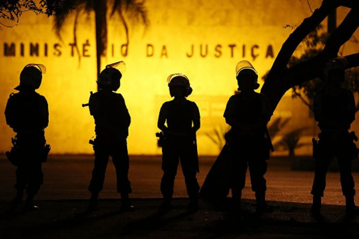 La policía de Brasil busca a los más de 30 hombres acusados de violar a la joven de 16 años. Foto:Getty Images. Imagen Por: