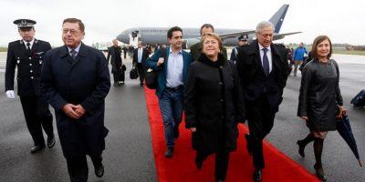 Presidenta Bachelet arriba a París para participar en reunión de la Ocde