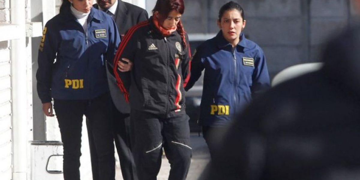 Por femicidio formalizan a mujer que mató a polola: quedó en prisión preventiva