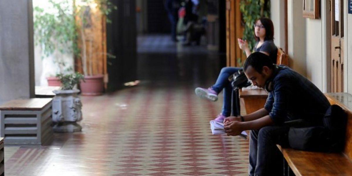 Adimark: aprobación a la reforma educacional baja 6 puntos en un mes
