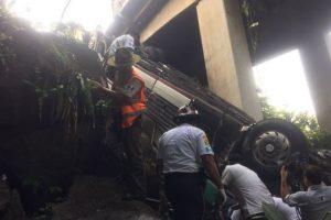 Los socorristas trabajaron durante casi dos horas y media para extraerlo. Foto:Grupo Emisoras Unidas. Imagen Por: