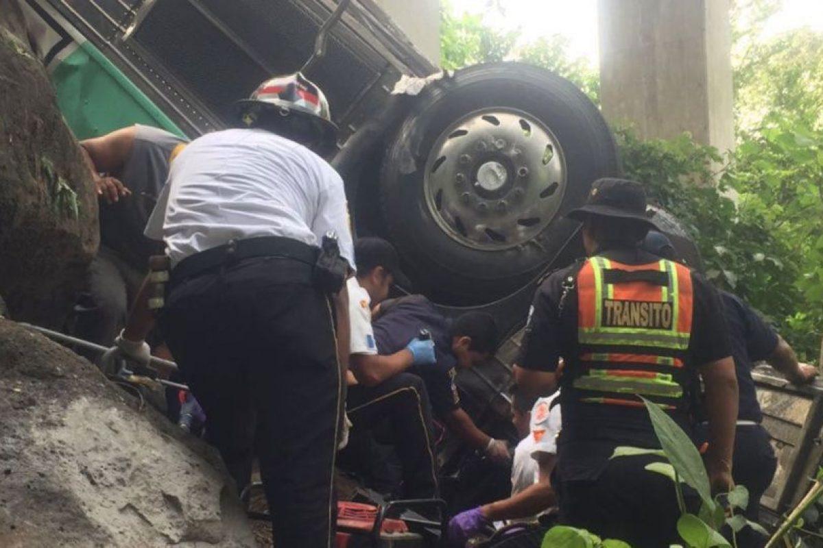 Manolo Osmani Elvira Cermeñoel, chofer de un autobús que se dirigía a El Salvador falleció tras un accidente. Foto:Grupo Emisoras Unidas. Imagen Por: