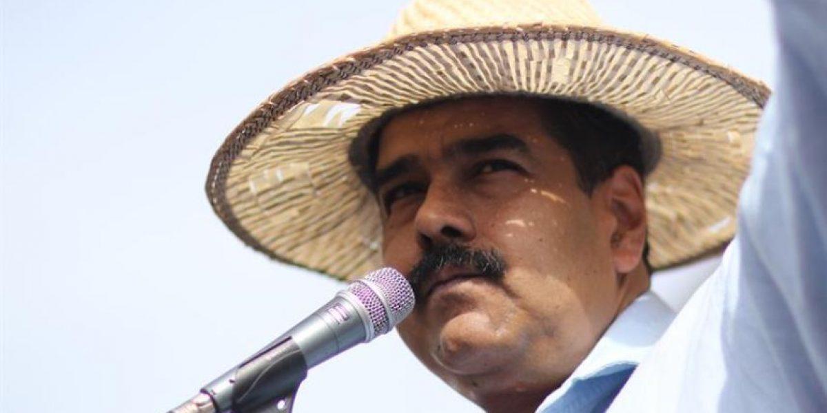 Maduro llama a protestar contra