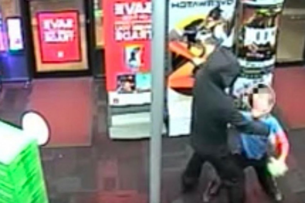 El menor golpeó en el estómago a uno de los ladrones Foto:Departamento de Policía del Condado de Montgomery. Imagen Por:
