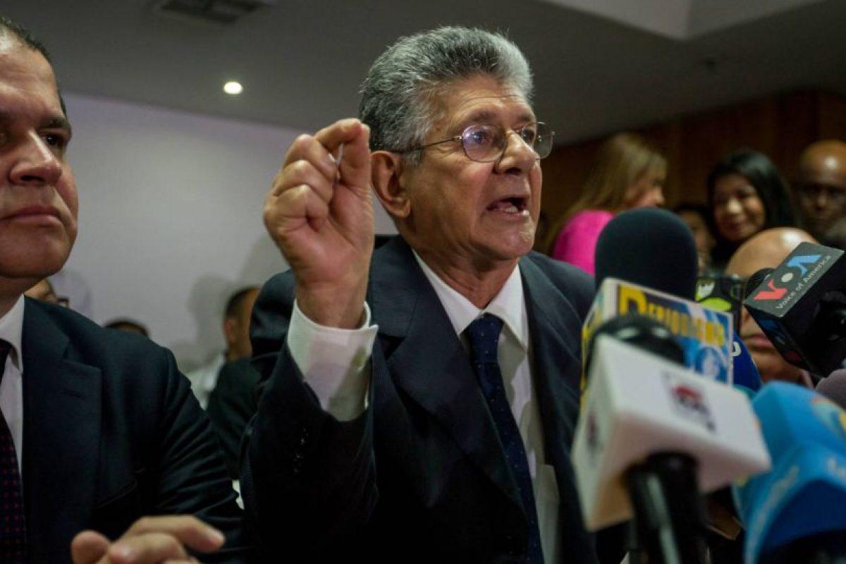 """""""Después del cambiazo, opositores democráticos venezolanos que somos amplia mayoría escribiremos 'micro' en vez de macri"""", agregó Ramos Allup, al referirse a la meta de la oposición de sacar a Maduro del poder mediante un referendo revocatorio. Foto:EFE. Imagen Por:"""