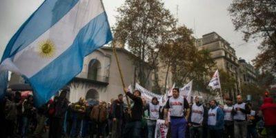 Miles marchan en Argentina contra el gobierno y reclaman paro general