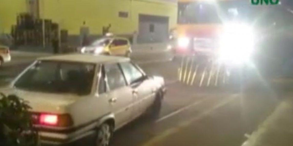 Se pasó: ferrocarril Arica-Tacna fue bloqueado por auto mal estacionado