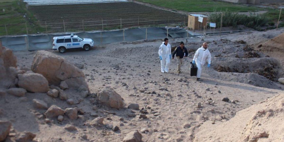 PDI encuentra cadáver enterrado junto a envases de jugo del año 1996