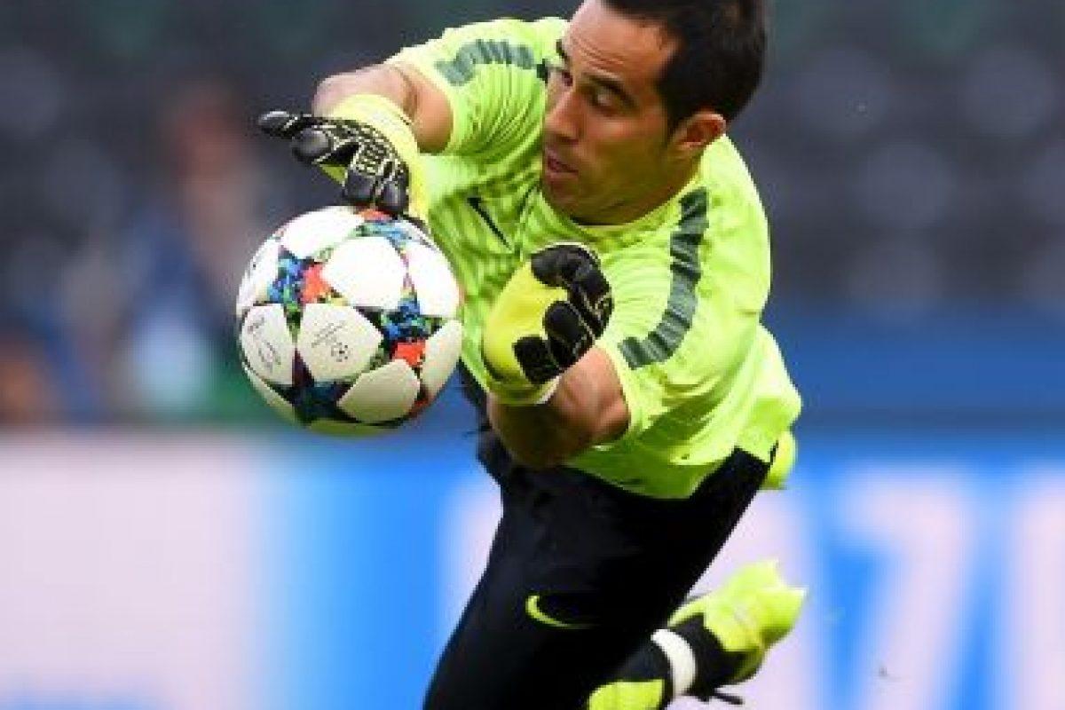 Claudio Bravo (Chile)– 15 millones de euros Foto:Getty Images. Imagen Por: