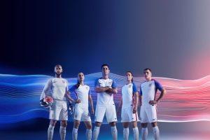 El delantero fue uno de los modelos en la presentación de la nueva camiseta de Estados Unidos y todo hacía parecer que estaría en la Copa América Centenario Foto:Sitio web US Soccer. Imagen Por: