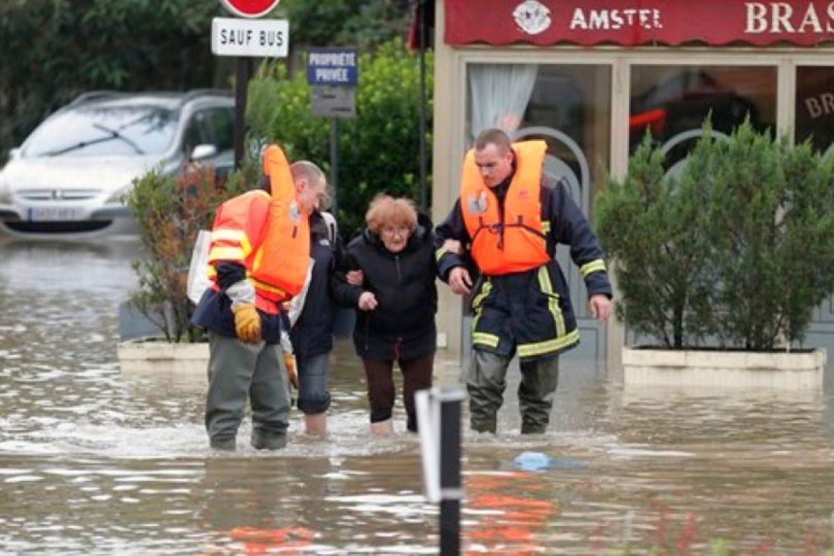 Por lo que equipos de rescate buscan la manera de salvarlos. Foto:AP. Imagen Por: