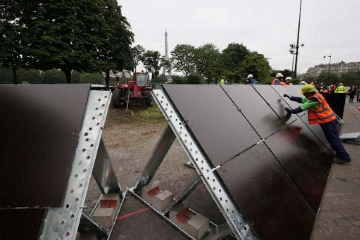 Así lucen las barrera de seguridad que buscan contener el agua. Foto:AFP. Imagen Por: