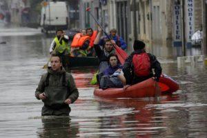 Localidades cercanas a París han resultado muy afectadas. Foto:AP. Imagen Por: