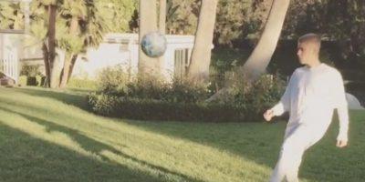 Justin Bieber junto a Neymar entrenando como un profesional
