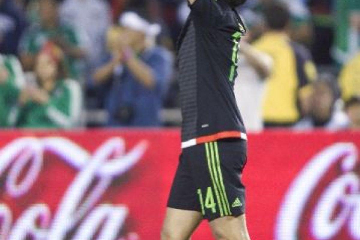Chicharito viene en racha tras su gran temporada en Alemania y ante la Roja le bastaron quince minutos en cancha para anotar el gol de la victoria Foto:AFP. Imagen Por: