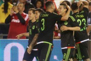 México tuvo un gran apronte en la previa de la Copa América Centenario y venció a Chile en partido amistoso Foto:AFP. Imagen Por: