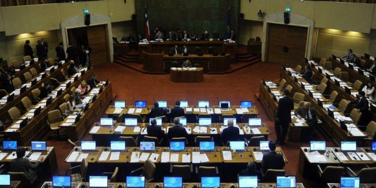 Grupo de diputados presenta proyecto contra el clientelismo