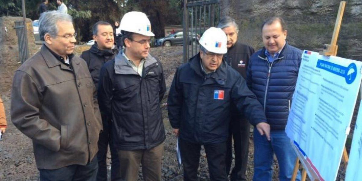 Undurraga inspecciona obras de despeje en canal de Ramón por Plan de Invierno