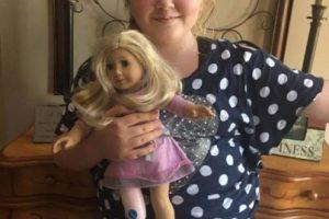 Como Raegan quien luce muy feliz con su nueva muñeca. Foto:Facebook.com/AStepAheadProsthetics. Imagen Por: