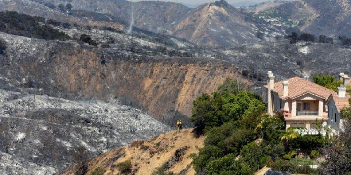 Estados Unidos: evacuan a 5 mil personas por incendio cerca de Los Ángeles