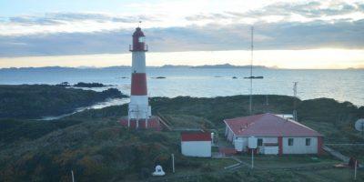 Armada realiza mantenimiento de históricos faros en el Estrecho de Magallanes