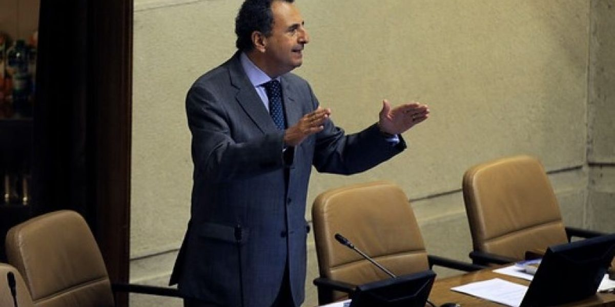 Exigen que llamen al país a embajador chileno en Francia tras ser acusado de acoso a funcionaria