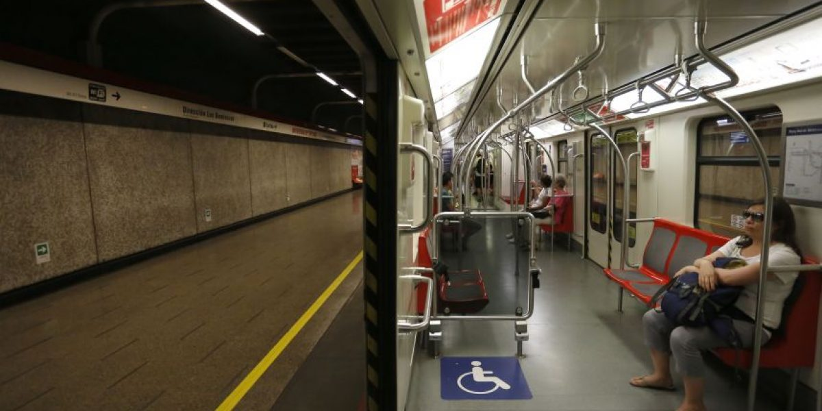 Dos jóvenes más escaparon: un detenido por rayar vagones del Metro