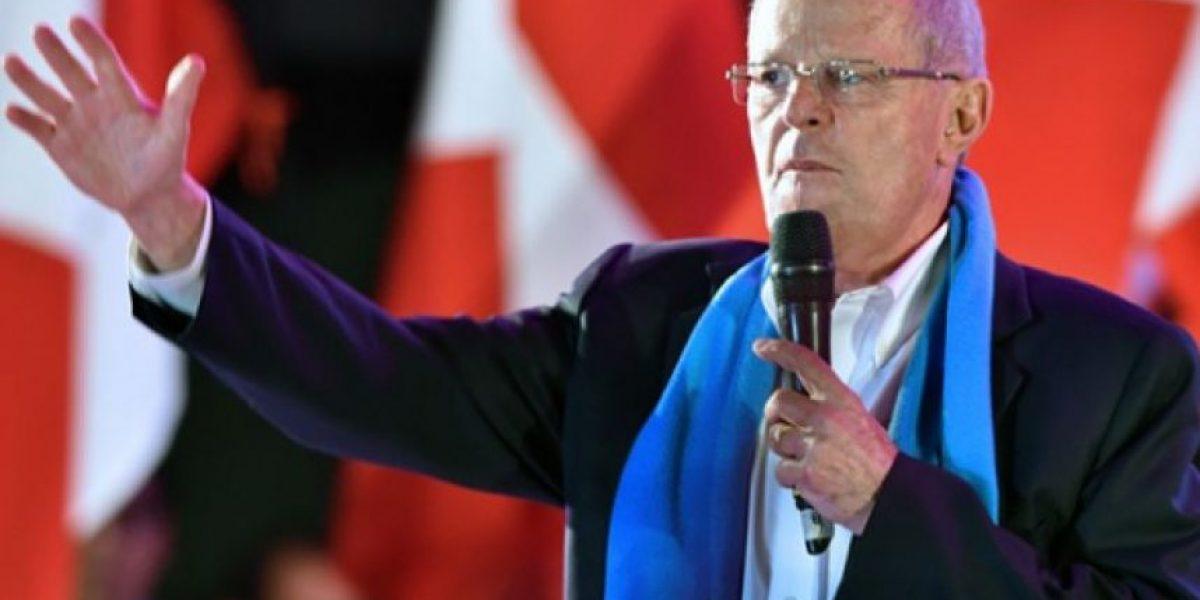 Kuczynski aventaja ligeramente a Fujimori en elección presidencial en Perú