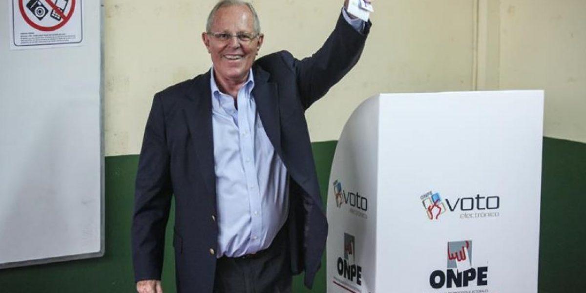 Perú: Kuczynski le saca leve ventaja a Fujimori en elecciones presidenciales