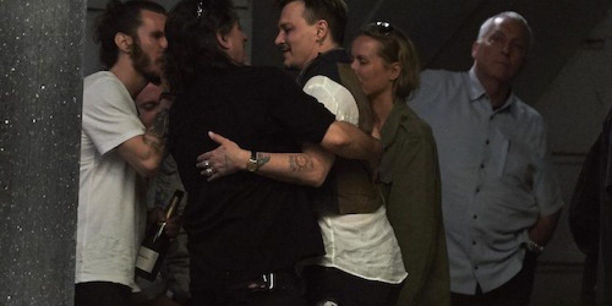Así se divierte Johnny Depp en medio de su divorcio con Amber