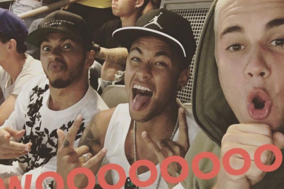 Pese a que no juega la Copa América Centenario, Neymar no quiso abandonar a Brasil y vio el partido con Lewis Hamilton, Justin Bieber y Jamie Foxx Foto:Instagram Justin Bieber. Imagen Por: