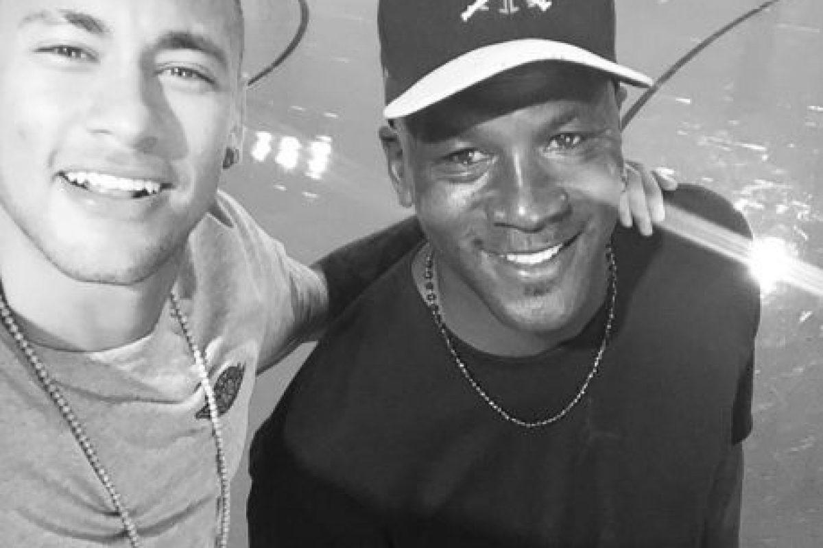 El brasileño ha compartido con grandes figuras y firmó un convenio con Michael Jordan para crear una aplicación en conjunto con Nike Foto:Instagram Neymar. Imagen Por: