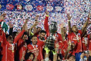 Chile es el último campeón que tiene la Copa América y venció en penales a Argentina en el torneo donde fueron locales Foto:AFP. Imagen Por: