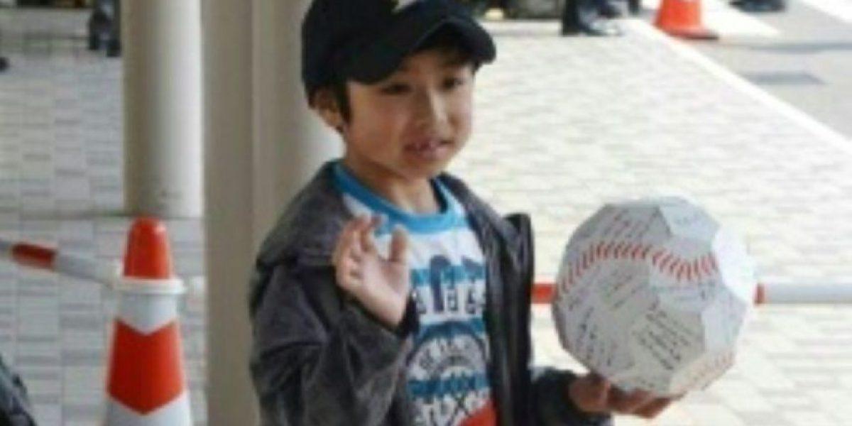 El niño japonés sale del hospital como un héroe