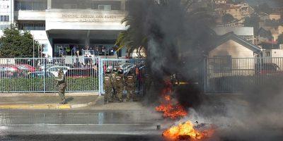 Funcionarios de la salud protestan en el exterior del Hospital Carlos Van Buren
