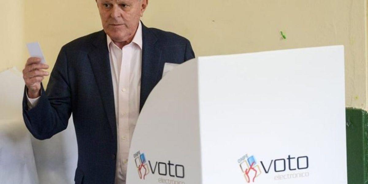 Kuczynski confía en ajustado triunfo frente a Fujimori en presidencial de Perú