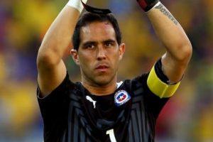 """Portero: Claudio Bravo (Chile) – 3.5 millones de """"followers"""" Foto:Getty Images. Imagen Por:"""