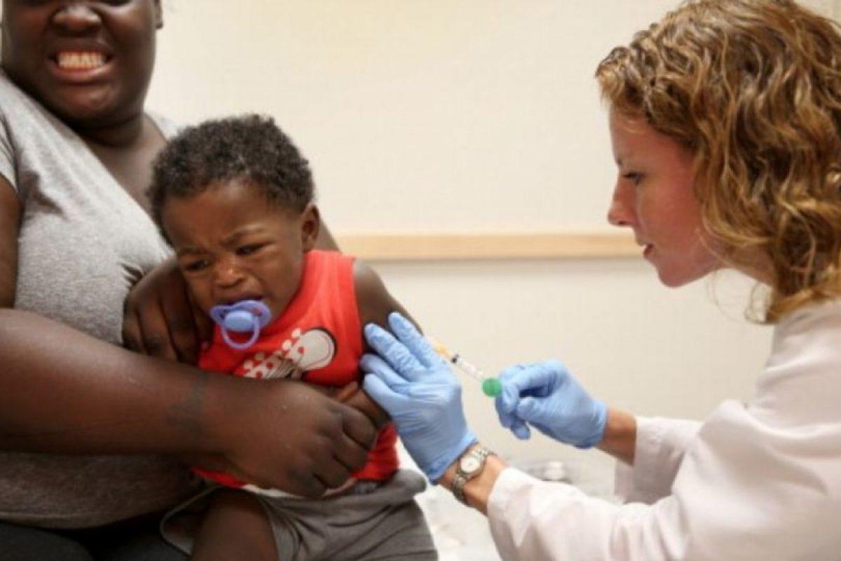 De acuerdo a una investigación difundida por The Huffington Post, en la década de los años 90 hubo un estudio que desacreditaba el uso de vacunas contra el sarampión, ya que podría incrementar el riesgo de sufrir autismo. Foto:Getty Images. Imagen Por: